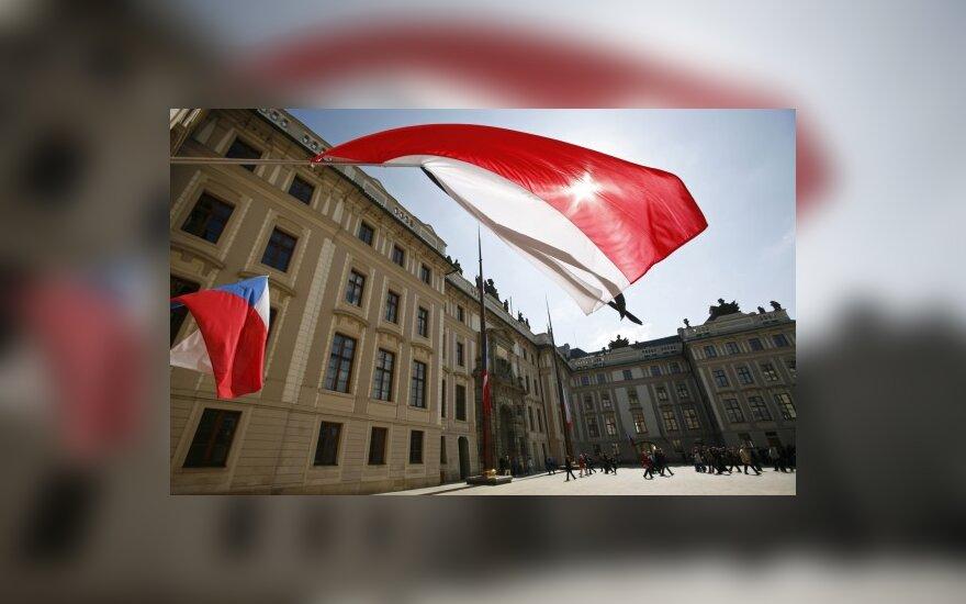 Lenkijoje sekmadienį galės tūpti tik valstybinių delegacijų lėktuvai
