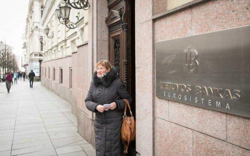 """Paviešino """"nuslėptą"""" Lietuvos banko tyrimą: dokumente pripažįstama, kad bankai perkėlė riziką ant pasiskolinusiųjų pečių"""