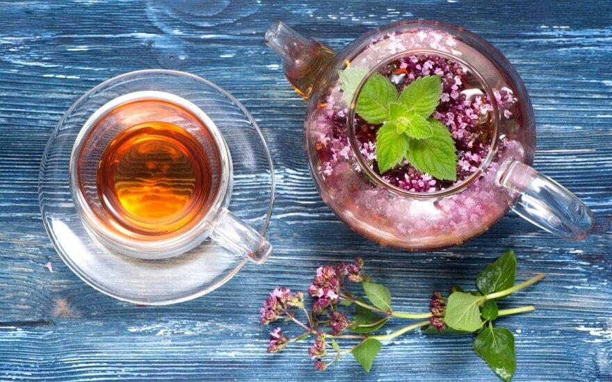 Šildančios arbatos padės nesusirgti, o susirgus greičiau pasveikti