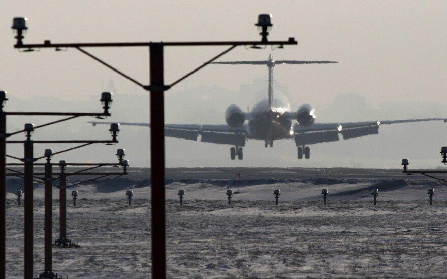 Lėktuvas leidžiasi Varšuvos Šopeno oro uoste
