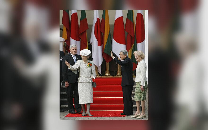 Valdas Adamkus, Japonijos imperatorienė Michiko, imperatorius Akihito ir Alma Adamkienė
