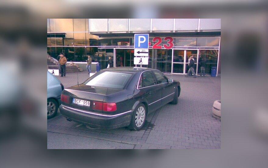 """Parkavimas Kaune, prie """"Maximos"""", Savanorių pr. 2009-10-05, 17.50 val."""