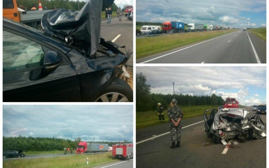 Autostradoje - didžiulė avarija, Klaipėdos kryptimi susidarė milžiniška spūstis