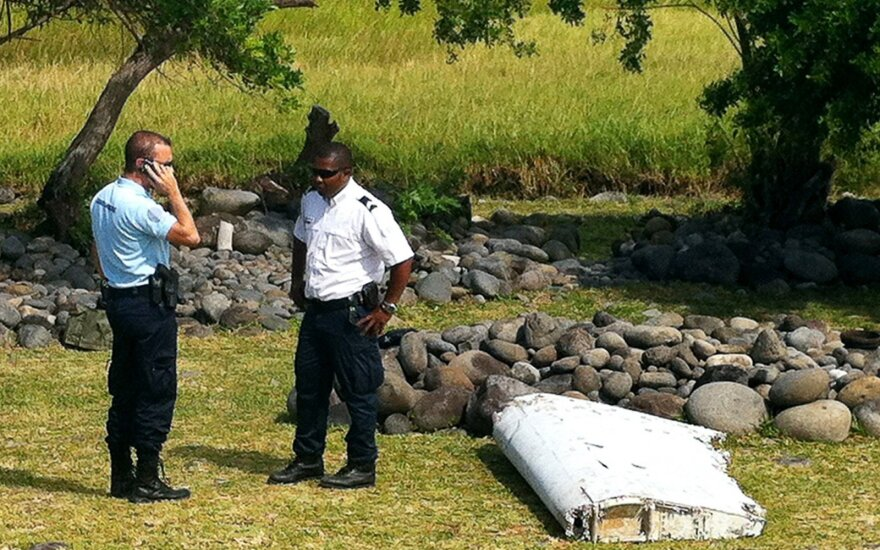 Dingusio MH370 lainerio ieškotojai tirs vandenyno dugne aptiktus objektus