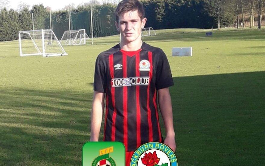 """17-metis lietuvis pasirašė sutartį su """"Blackburn Rovers"""" klubu"""