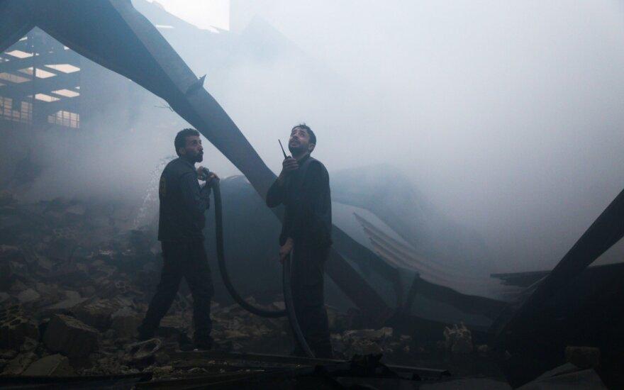Sirijoje pranešama apie mirtinus susirėmimus tarp Sirijos režimo ir JAV remiamų pajėgų