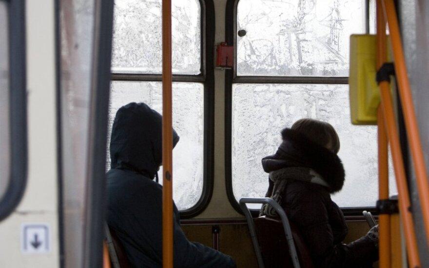 Išbandymai keleivei - stypsojimas šaltyje belaukiant tragiškos būklės autobuso