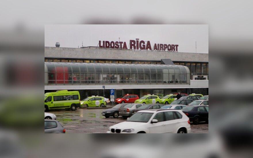 """""""Wizz Air"""" ir """"Ryanair"""" derasi dėl bazių Rygoje"""