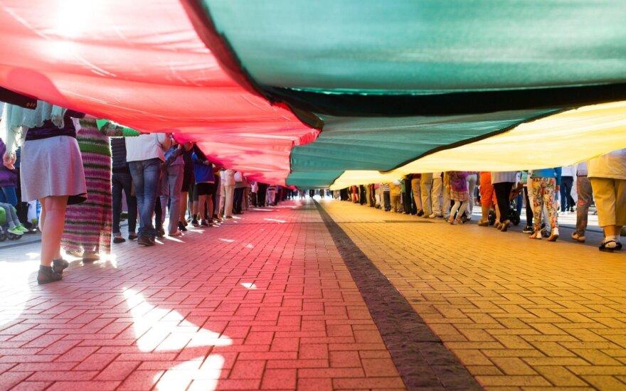 Vilniaus danguje suplevėsuos milžiniška trispalvė