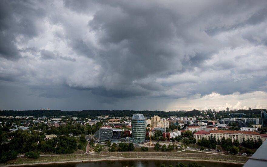 Orai: lietus merks ir savaitgalį, po jo – temperatūros šuolis