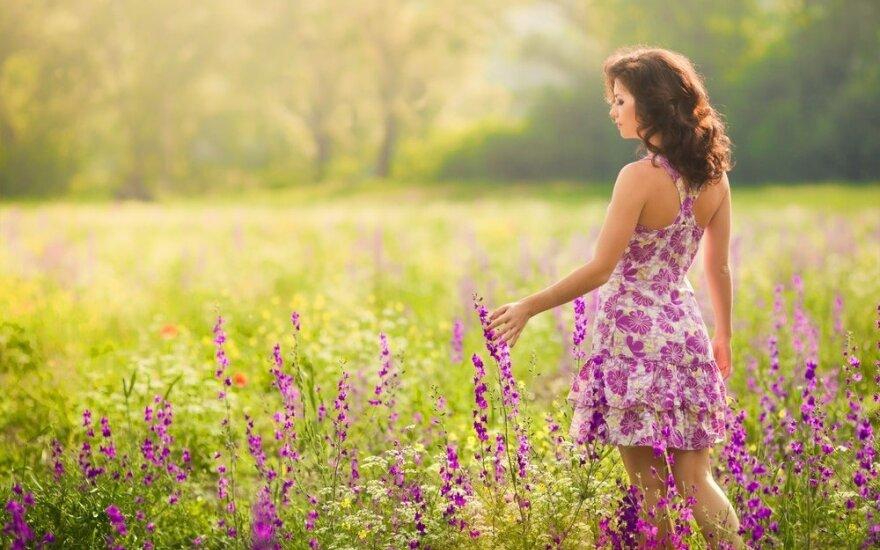 Vaikštant po laukinių gėlių pievas, išsiskiria visos laimę skatinančios cheminės medžiagos
