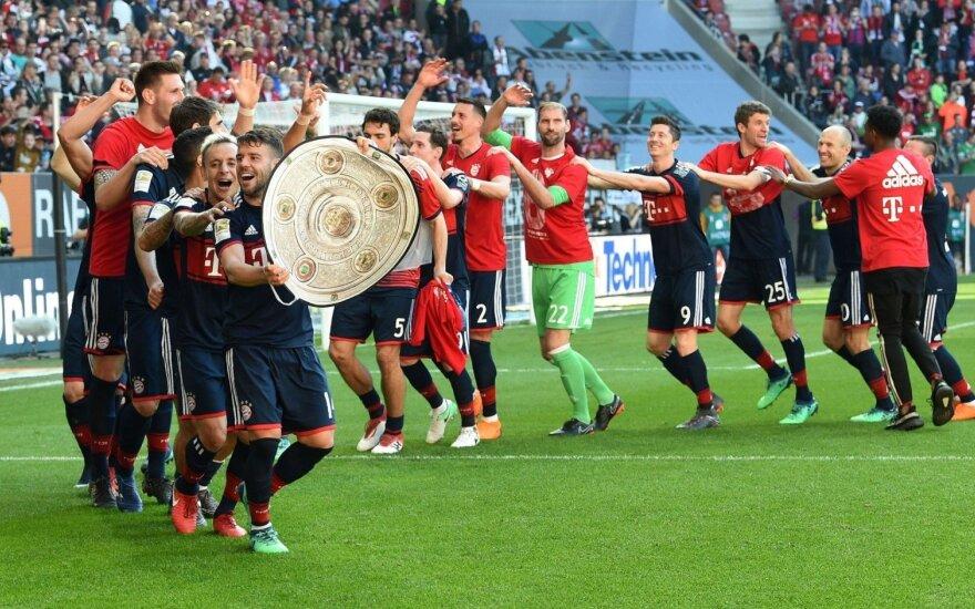 """Itin kurioziškas įvartis į savo vartus nesutrukdė """"Bayern"""" tapti čempionu"""