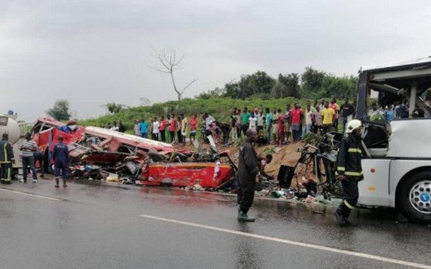 Ganoje susidūrus dviem autobusams žuvo 34 žmonės