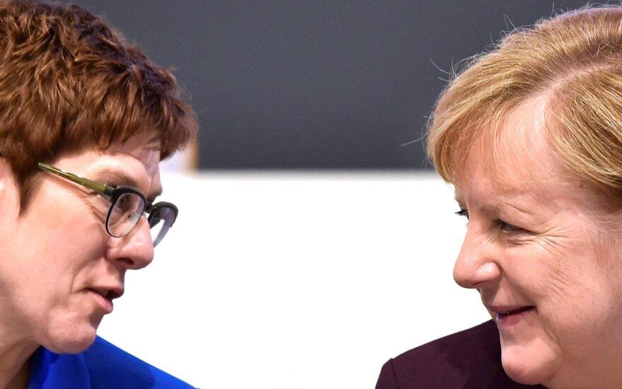 A. Kramp-Karrenbauer ir A. Merkel