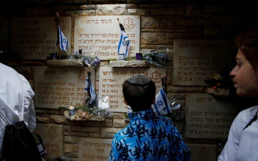 Izraelis per Atminimo dienos ceremonijas pagerbia žuvusius karius ir civilius