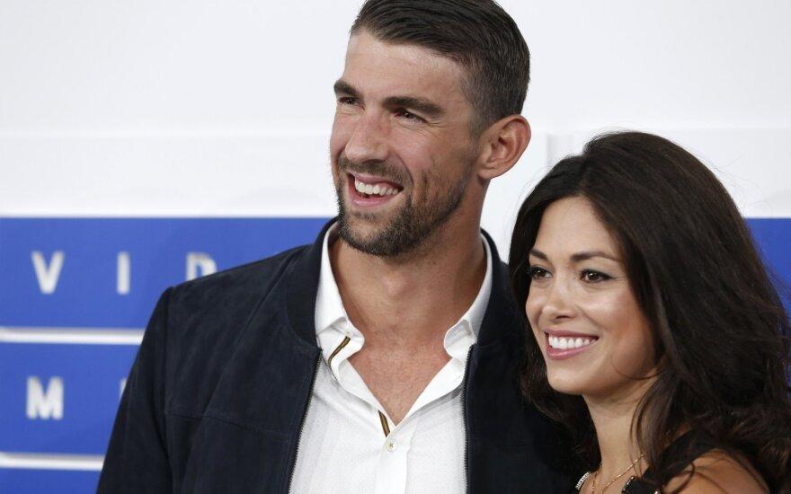 Michaelas Phelpsas, Nicole Johnson