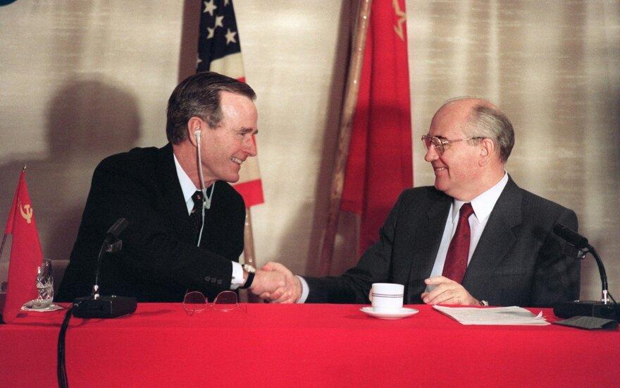 Gorbačiovas pagyrė vėlionio Busho vaidmenį užbaigiant Šaltąjį karą