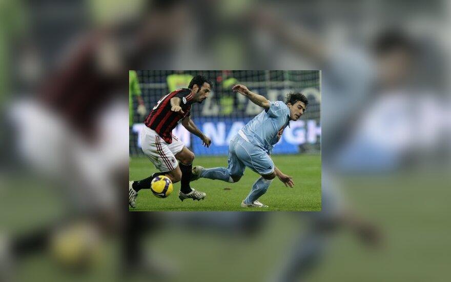 "Giuseppe Favalli (""AC Milan"") kovoja su Ezequieliu Lavezzi (""Napoli"")"