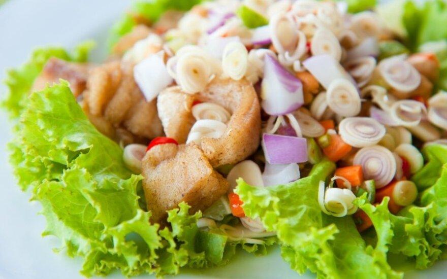 Šiltos salotos su žuvimi
