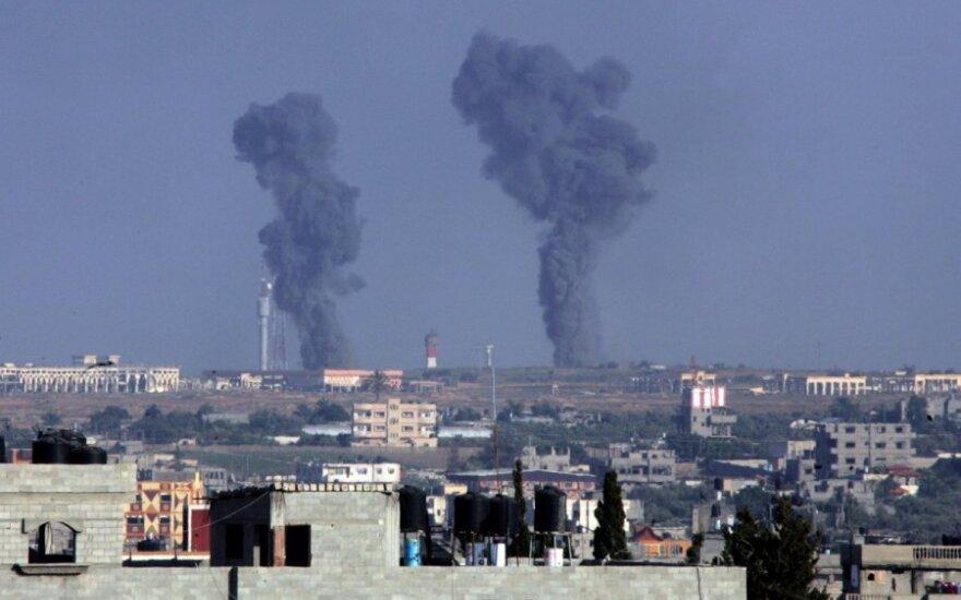 Izraelis ir kovotojai Gazos ruože tęsia raketų atakas