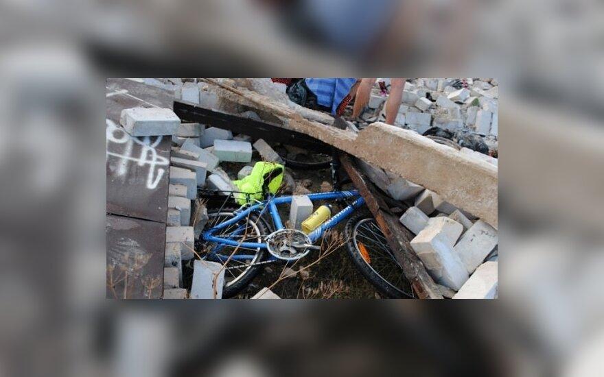 Sugriuvus pastatui sužaloti čekų dviratininkai, kedainietis.lt nuotr.