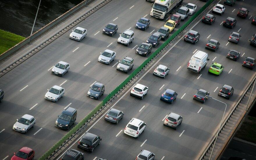 Diena be automobilio: atsinaujinęs viešasis transportas kviečia miestų gyventojus važiuoti nemokamai