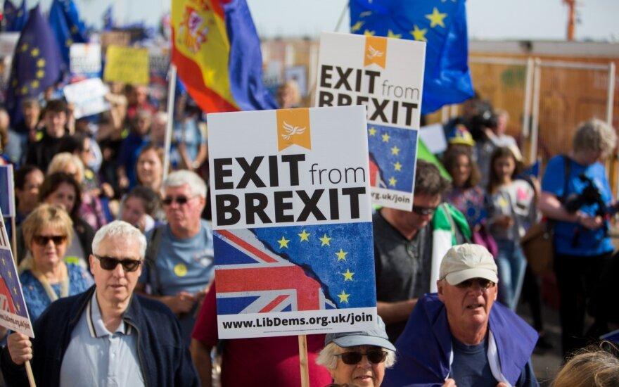 """""""Brexit"""" laisvosios prekybos sutartis negali apimti finansinių paslaugų – Prancūzija"""