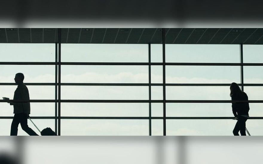 Apie Vilniaus oro uostą: lėktuvus keičiantis keleivis turi pereiti septynis aukštus ir pasivažinėti šešiais eskalatoriais