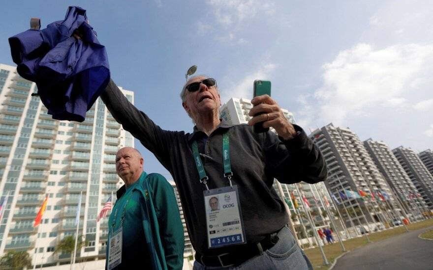 Rusams išvengus masinės diskvalifikacijos – sporto pasaulis susipriešinęs