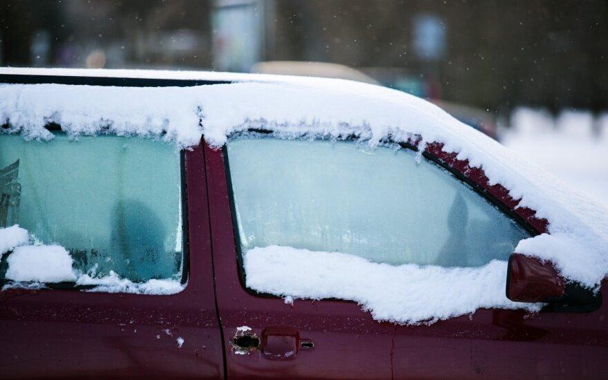 Žiema dar rodo nagus: kaip išvengti automobilio staigmenos