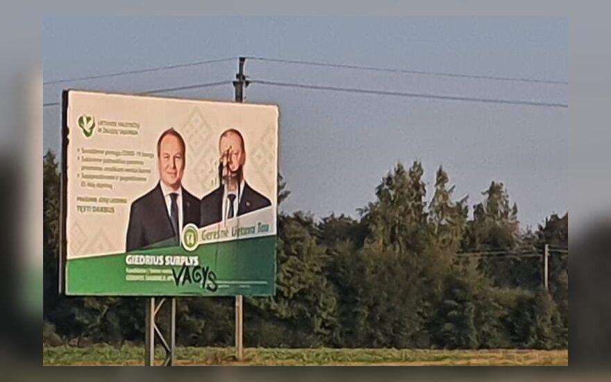 Šakių rajone sugadintas LVŽS plakatas su Surplio ir Skvernelio portretais