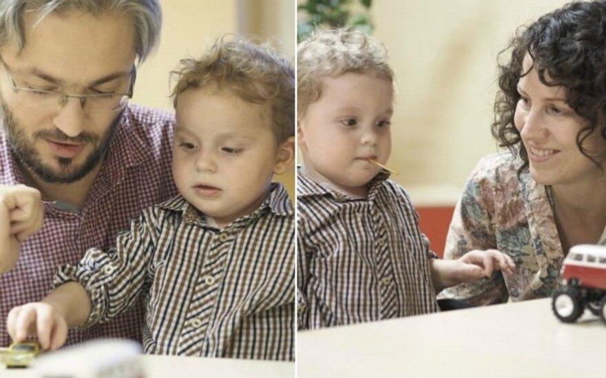 Jaudinančiu laišku tėtis kreipiasi į tautiečius pagalbos – paaukoti sūnaus kovai su smegenų augliu