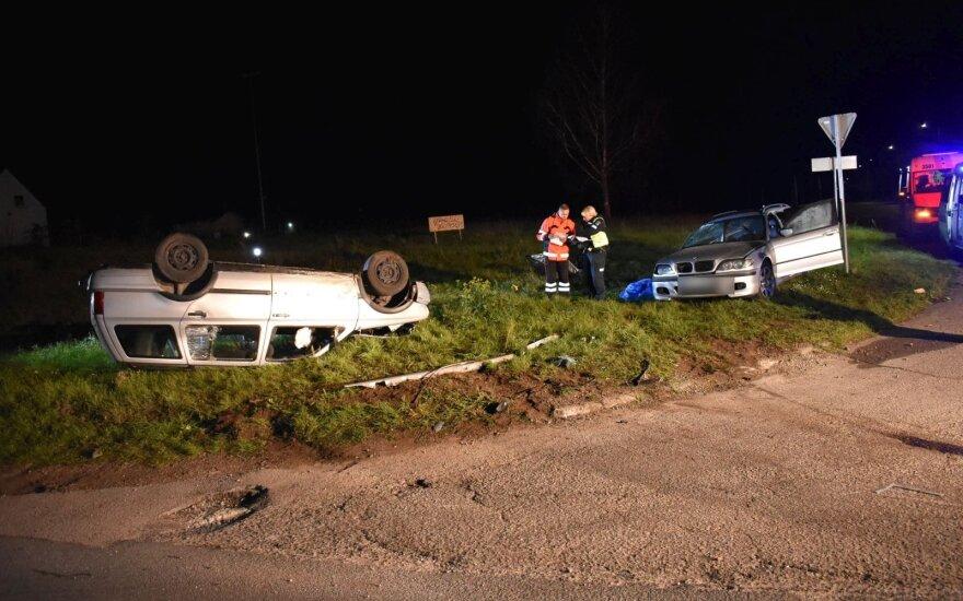 """Kraupi avarija Prienuose: susidūrė BMW ir """"VW Golf"""", žuvo mergina"""