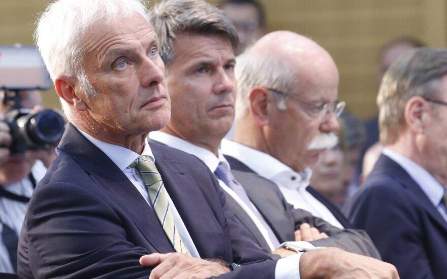 """Volkswagen AG"" vadovas Matthiasas Muelleris, ""BMW AG"" vadovas Haraldas Kruegeris ir ""Daimler AG"" vadovas Dieteris Zetsche"