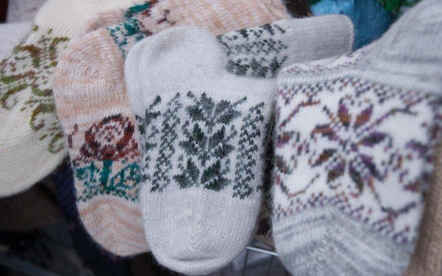 Šalčiai padarė savo – padidėjusios kainos neatbaido pirštinių ir kojinių pirkėjų