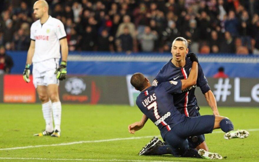 Lucas Da Silva sveikina įvartį pelniusį Zlataną Ibrahimovičių