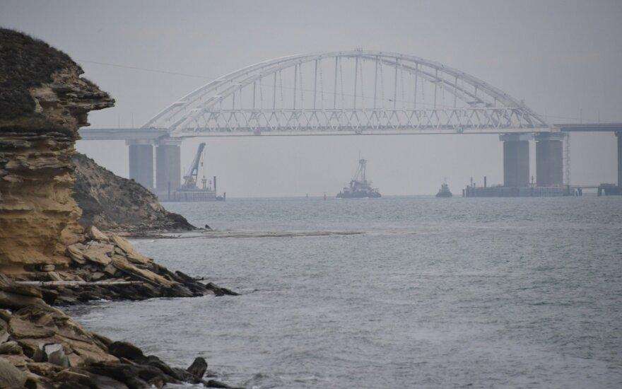 Ukraina perspėjo Rusiją: Kerčės sąsiauriu siųs karo laivų