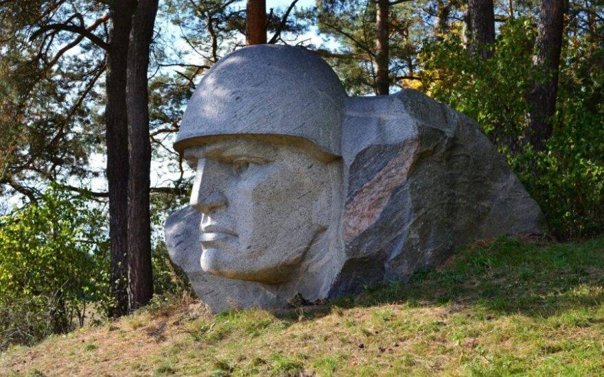 Kreipiuosi į A. Kubilių: kodėl Alytuje negriaunami sovietiniai paminklai?