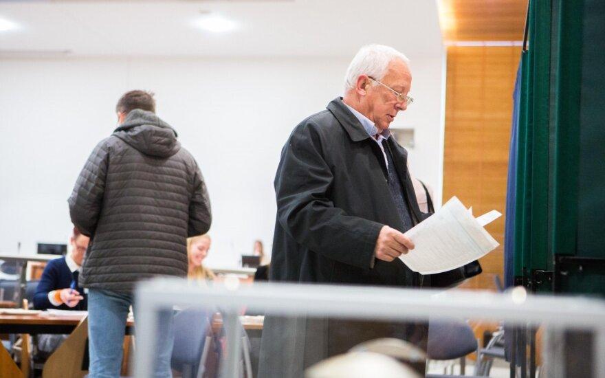 Pirmoji išankstinio balsavimo diena: rinkėjai žymiai aktyvesni nei prieš 4 metus