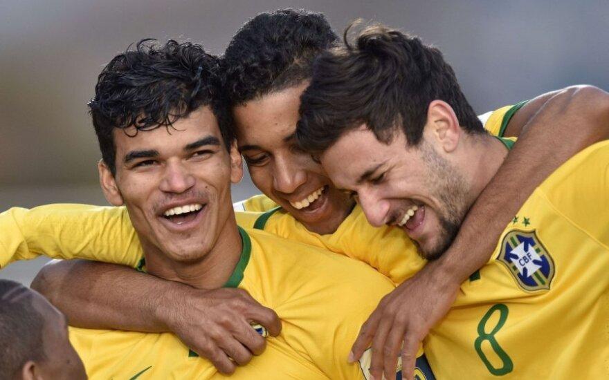 Brazilijos dvidešimtmečiai futbolininkai džiaugiasi