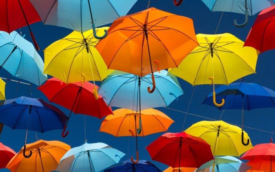 Sinoptikė: orai savaitgalį nelepins, prireiks kantrybės ir skėčių