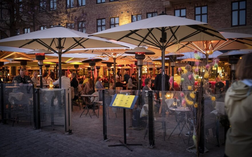 Stokholme uždaryti pirmieji restoranai, nepaisę rekomendacijų prieš koronaviruso plitimą