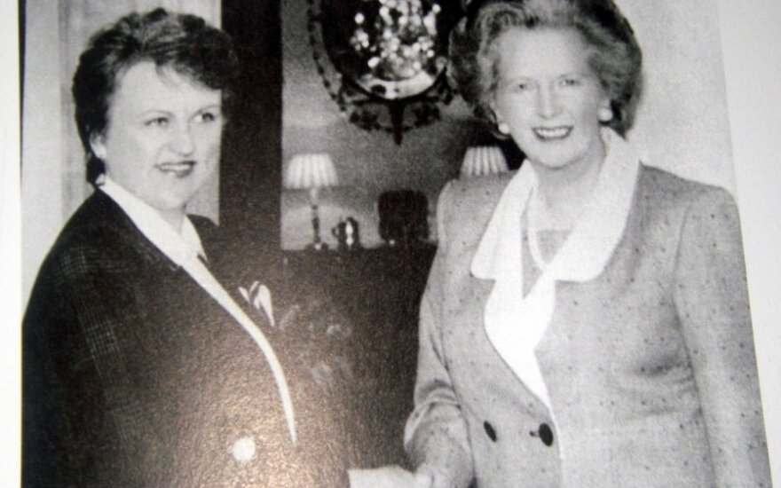 """Kazimira Prunskienė ir Margaret Thatcher 1990 m, iliustracija iš knygos """"Pirmoji diplomatinė pergalė"""""""
