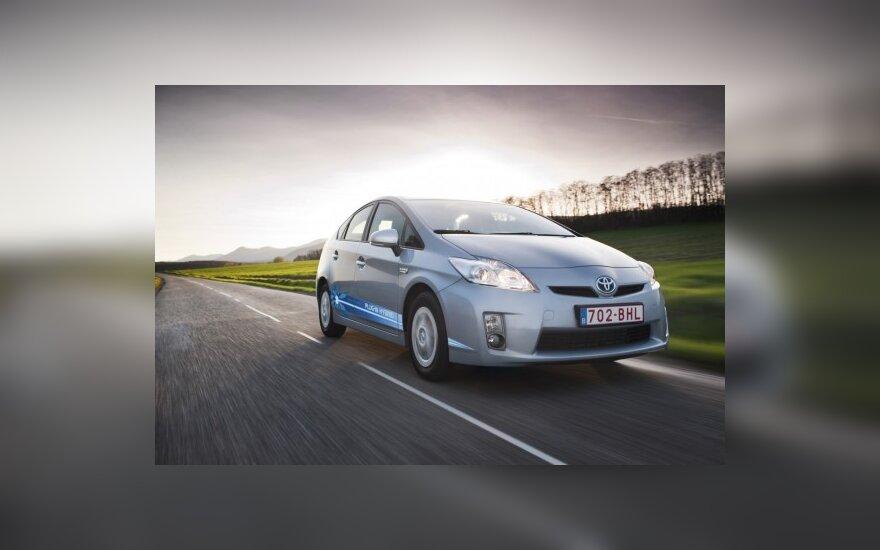 """""""Toyota Prius"""" galės skleisti įprasto automobilio garsą"""