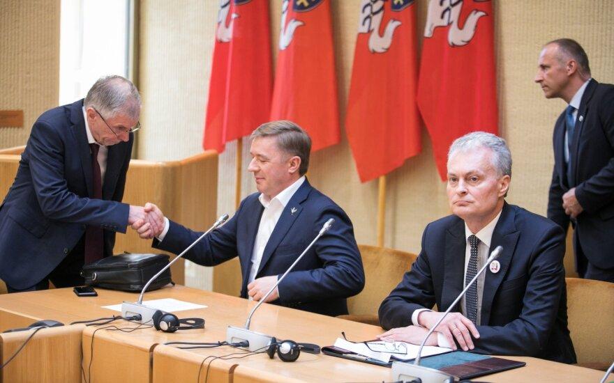 Karbauskis palinkėjo Nausėdai sėkmingų rinkimų ir pasiguodė dėl Grybauskaitės