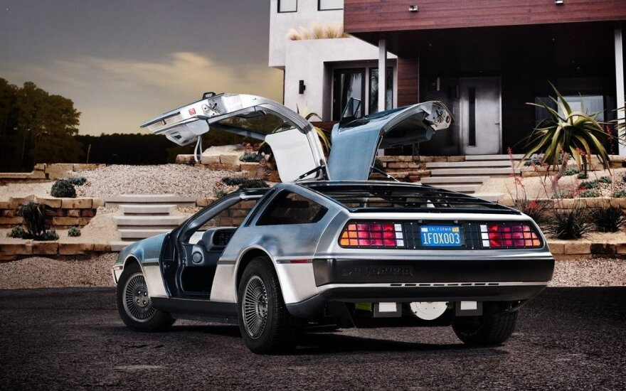 """DeLorean DMC-12"""