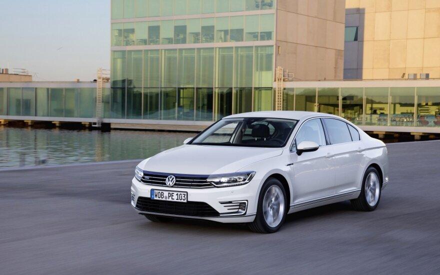 """Tarp Lietuvoje liekančių automobilių lapkritį populiariausias buvo """"Volkswagen Passat"""""""