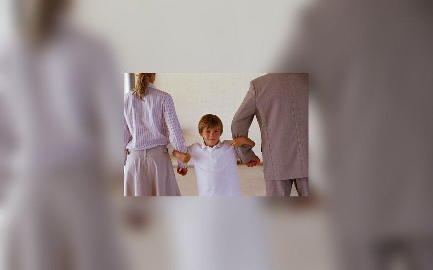 Tėvų emigracija vaikams – toks pat smūgis kaip skyrybos