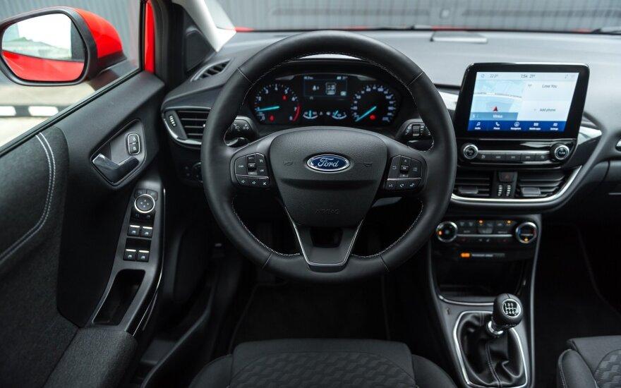 """""""Ford"""" iki metų pabaigos JAV atleis 1,4 tūkst. darbuotojų"""