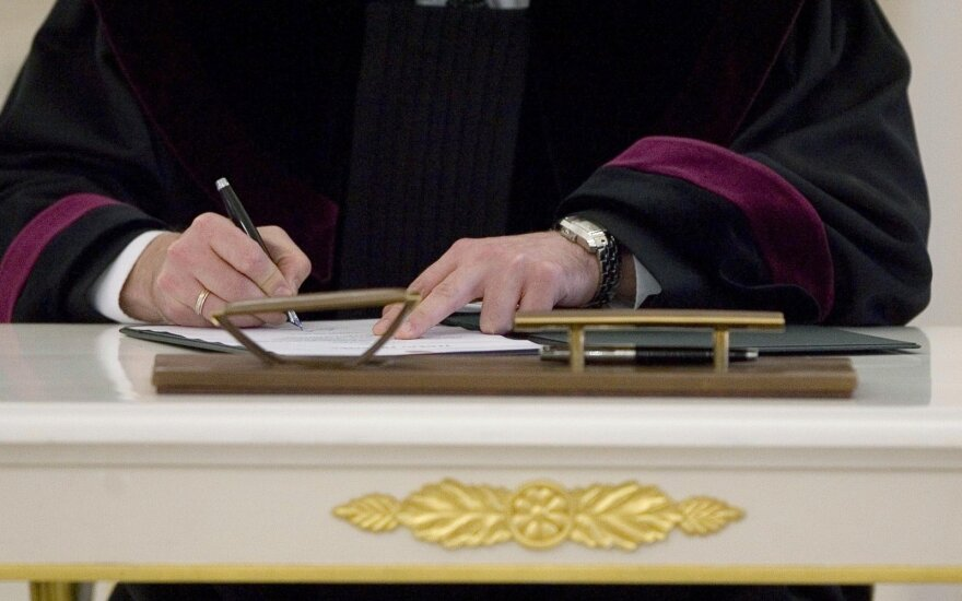 Už domėjimąsi kitų prokurorų ikiteisminiais tyrimais atleista prokurorė Martinaitytė